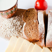 Brown bread with cheese, tomatoes and milk — Stock Photo