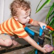 Child pouring water from the tap — Foto de Stock