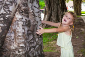 Girl hugging a tree — Stock Photo