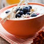 Yogurt with blueberries — Stock Photo #12000465