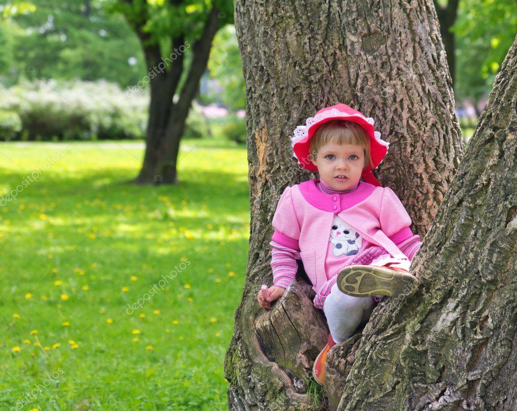 Сонник сидеть на Дереве приснилось, к чему снится сидеть