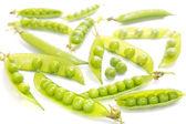 Grüne Erbse Hülsen auf weißem Hintergrund — Stockfoto