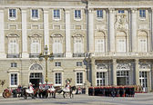 MADRID - DECEMBER 8: Military ceremony of changing of the guard at the Royal Palace chaired by the princes of Asturias, Felipe de Borbon and Letizia Ortiz on December 8, 2011 in Madrid, Spain — Foto Stock