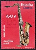 Spanje - circa 2010: een stempel gedrukt in spanje toont tenorsaxofoon, circa 2010 — Stockfoto