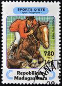 MADAGASCAR - CIRCA 1994: A stamp printed in Madagascar dedicated to summer sports shows Equestrianism, circa 1994 — Stock fotografie