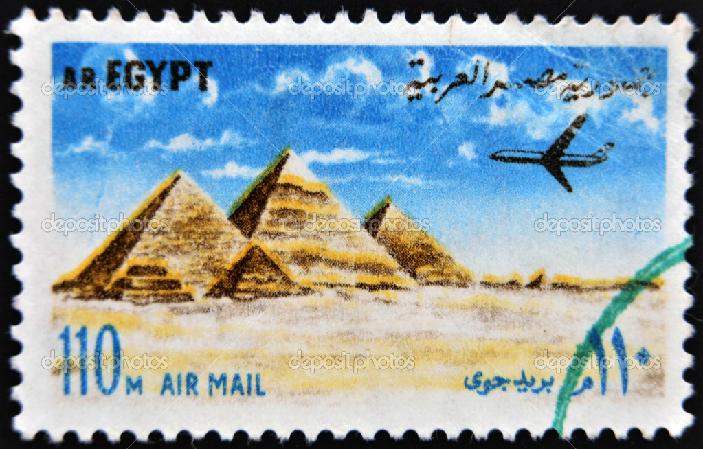 EGYPT - CIRCA 1972: stamp printed in Egypt shows Pyramids at Giza, circa 1972. — Stock Photo #11015570