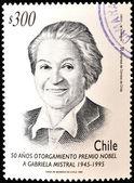Чили - около 1995: марку, напечатанную в Чили показывает Габриэла Мистраль, около 1995 — Стоковое фото