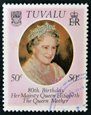 TUVALU - CIRCA 1980: A stamp printed in Tuvalu shows a portrait of the Queen Mother, circa 1980 — Stockfoto