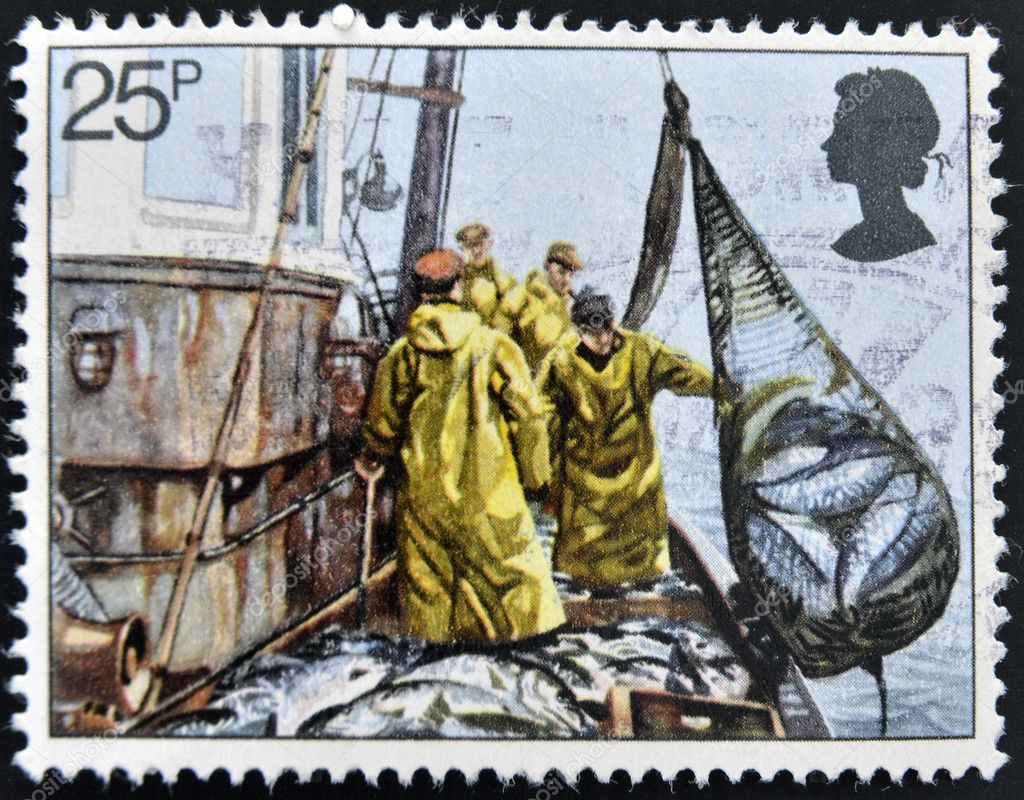 UNITED KINGDOM - CIRCA 1981: A stamp printed in Great Britain shows Hoisting Seine Net, fishing, circa 1981 — Stock Photo #12129959