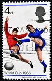 Großbritannien - ca. 1966: eine briefmarke gedruckt in großbritannien zeigt fußball-spieler, wm 1966, ca. 1966 — Stockfoto
