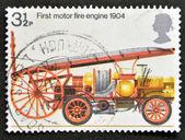 Regno unito - intorno al 1974: un timbro stampato in gran bretagna dimostra il primo motore fire engine, 1904, intorno al 1974 — Foto Stock