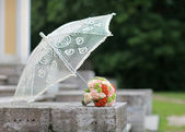 Bouquet and umbrella — Stock Photo
