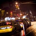 Постер, плакат: New York cabs in a rainy night