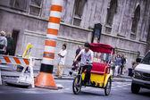 A rickshaw in New York traffic — Stock Photo