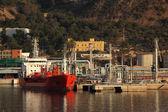 Petroleiro do porto industrial de refinaria de óleo — Fotografia Stock