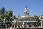 Fuente de sevilla çeşme seville, i̇spanya endülüs puerta de jerez meydanı — Stok fotoğraf