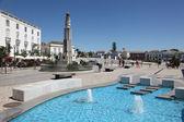 Piazza con fontana a tavira, portogallo algarve — Foto Stock