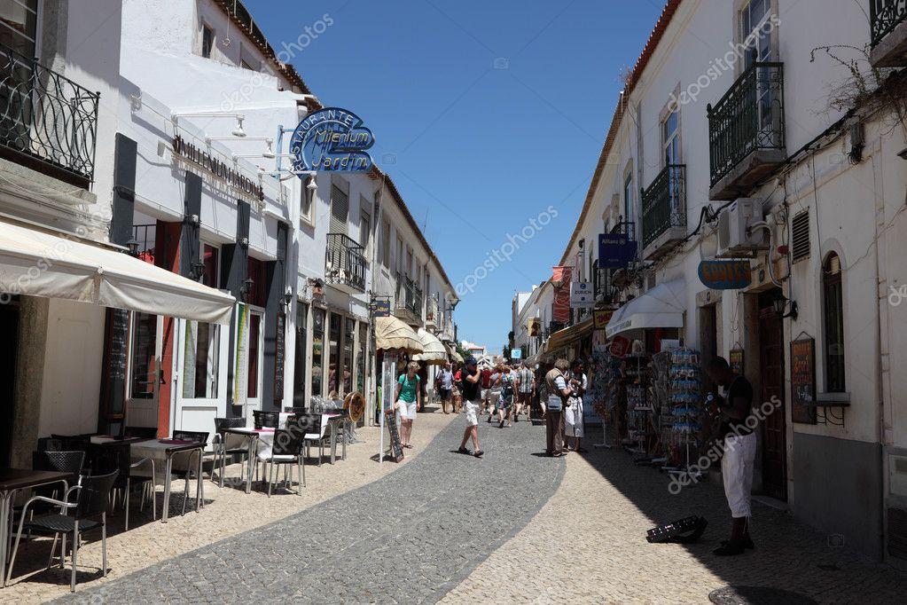 Calle en el casco antiguo de lagos algarve portugal - Casco antiguo de lisboa ...