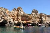 Boats at the Ponta de Piedade in Lagos, Algarve coast in Portugal — Stock Photo