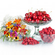 Fresh raspberries, red cherries in glass bowl and beautiful colo — Stock Photo