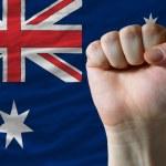 duro puño frente a bandera de australia que simboliza el poder — Foto de Stock