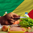 Buying groceries with credit card in congo — Stock Photo