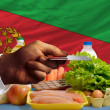 Buying groceries with credit card in eritrea — Stock Photo