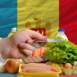 Buying groceries with credit card in moldova — Stock Photo