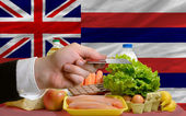 Buying groceries with credit card in us state of hawaii — Stock Photo