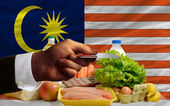 Buying groceries with credit card in malaysia — Stock Photo
