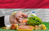 Buying groceries with credit card in tajikistan — Stock Photo