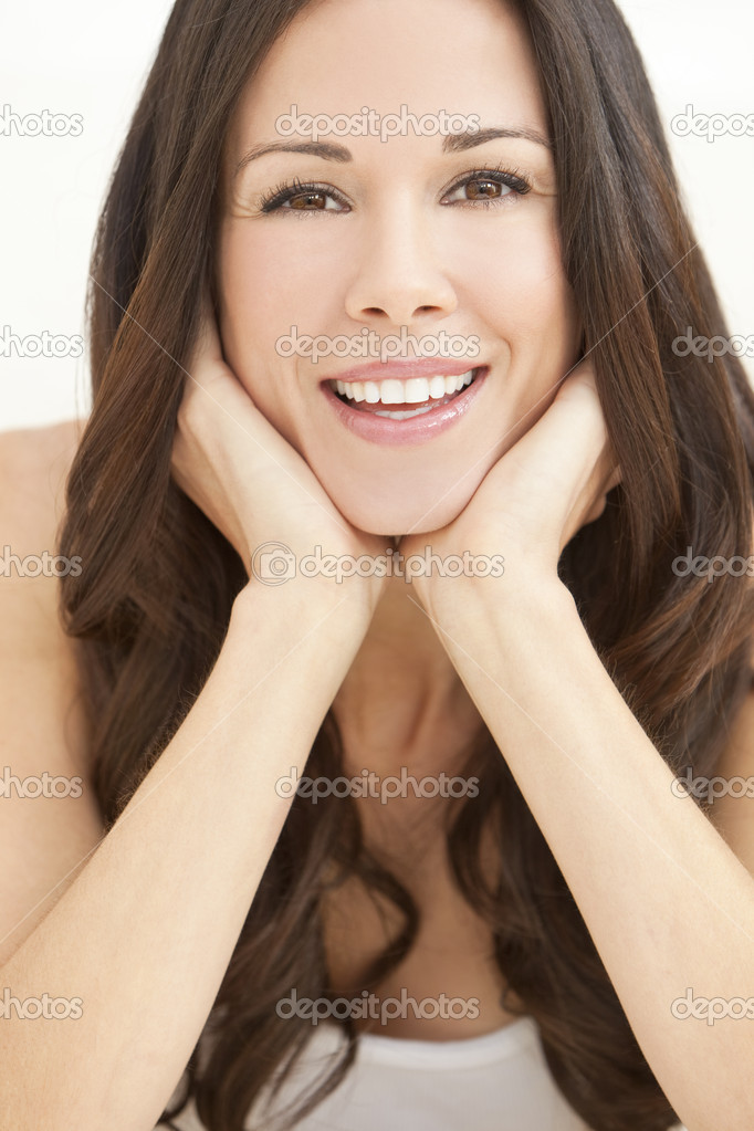 Portrait of a beautiful brunette young woman with perfect teeth smiling and resting on her hands — Stock Photo #11457881