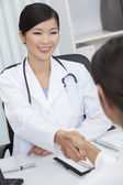 Chinese Female Woman Hospital Doctor Shaking Hands — Stock Photo