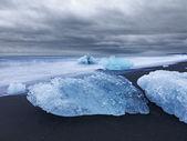 Blocos de gelo ao longo da costa da islândia — Foto Stock