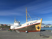 An old fishing vessel at the harbour in Höfn. — Stock Photo