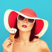 Summer Girl with ice cream — Stock Photo