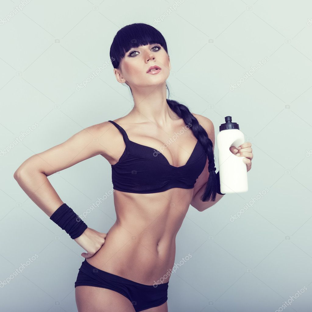 Young woman drinking water after fitness exercise — Stock Photo #11695091