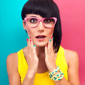 Portrait of a stylish girl surprised — Stock Photo