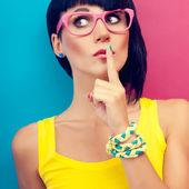 Retrato de mujer con estilo el secreto — Foto de Stock