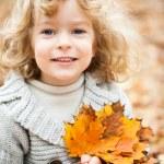 dziecko w jesieni — Zdjęcie stockowe