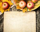 φθινόπωρο σύνορα από τα μήλα και τα φύλλα — Φωτογραφία Αρχείου