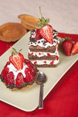Strawberry fruit tart and layered chocolate strawberry cake on a plate — Stock Photo