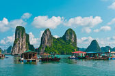 View of Floating Fishing Village in Halong Bay — Stock Photo