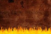 Vieja superficie de hierro oxidado en llamas — Foto de Stock