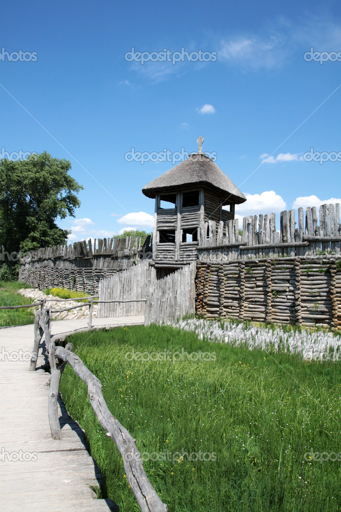 Biskupin - gateway to the village. Reconstruction of a medieval settlement. — Stock Photo #11292326