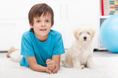 Young boy and his good behaving doggy — Stock Photo