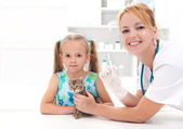 Little girl and his kitten at the veterinary — Stock Photo
