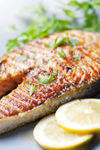 Grilled salmon steak — 图库照片