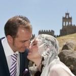 Wedding couple outdoor — Stock Photo