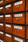 Scatole di legno per le medicine in farmacia vecchia — Foto Stock